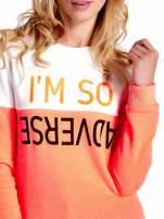 Pomarańczowo-biała bluza z napisem I'M SO ADVERSE