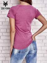 Purpurowy t-shirt ze zdjęciem miasta