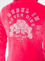 Różowa pluszowa bluza z kapturem zasuwana na suwak
