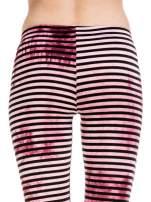 Różowe legginsy w paski z feketem tie-dye