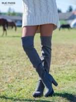 Szare zamszowe kozaki za kolano na traktorowej podeszwie