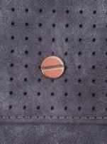 Szary ażurowany portfel ze złotym suwakiem