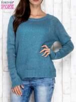 Turkusowy dzianinowy sweter o szerokim splocie
