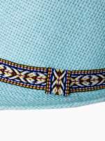 Turkusowy kapelusz fedora z etniczną wstążką