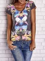Wzorzysty t-shirt z symetrycznym nadrukiem orła