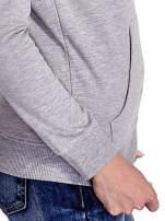 Zielona bluza z szarym pasem