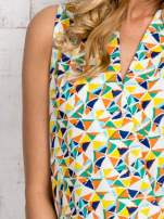 Zielona bluzka koszulowa w geometryczne wzory