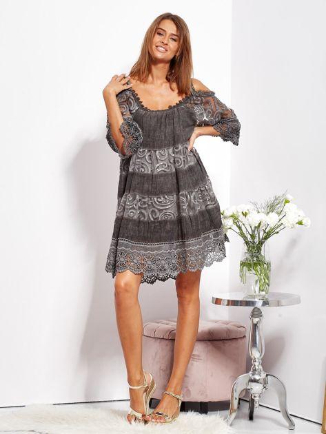 Grafitowa sukienka cold shoulder z koronką i cekinowym haftem                              zdj.                              7