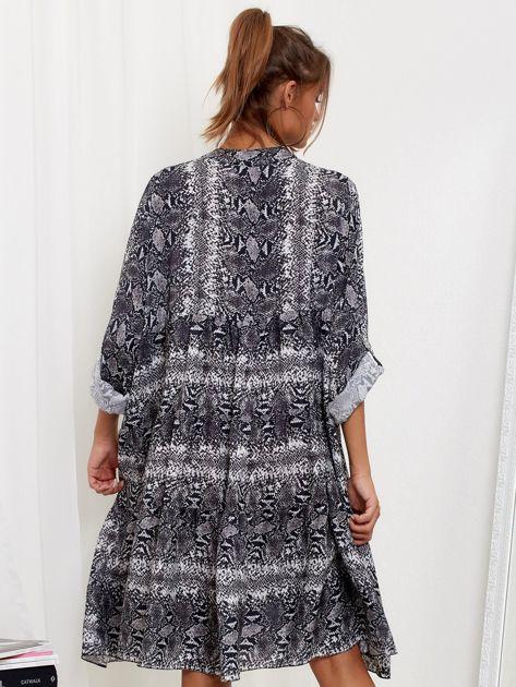 Szara sukienka oversize w wężowy wzór                              zdj.                              2