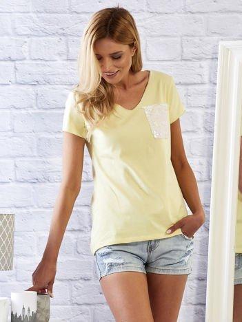 Żółty t-shirt z cekinową kieszonką
