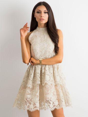 f63d4a8e9d BY O LA LA Beżowa koronkowa sukienka z falbanami