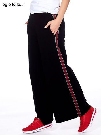 BY O LA LA Czarne spodnie dresowe z kolorowymi lampasami