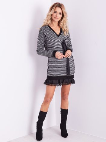 BY O LA LA Szaro-czarna dzianinowa sukienka z broszką