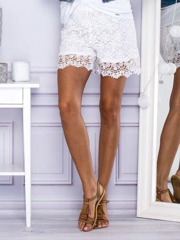 Bawełniane koronkowe szorty białe