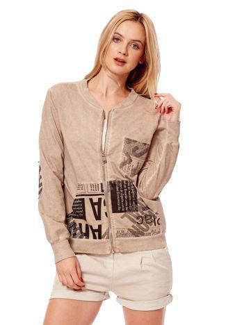 Beżowa bluza o kroju bomberki z motywami paper print