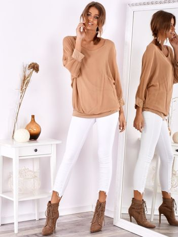 Beżowa bluzka oversize z jedwabiem