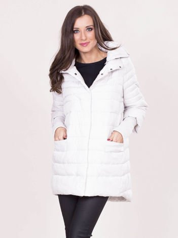 Beżowa kurtka na zimę z kapturem