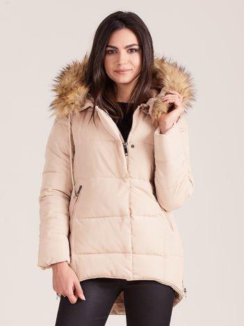 Beżowa pikowana kurtka damska z futerkiem