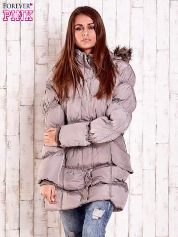 Beżowa pikowana kurtka z futrzanym wykończeniem kaptura