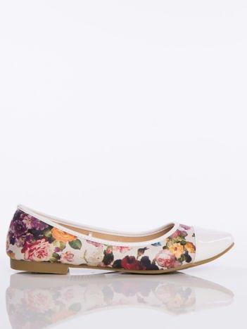 Beżowe baleriny z motywem fioletowych kwiatów   fason: damske baleriny