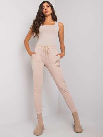 Beżowe spodnie dresowe z nadrukiem Larissa