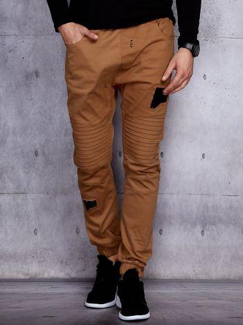 Beżowe spodnie joggery męskie z przeszyciami i łatami