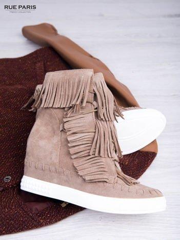Beżowe zamszowe sneakersy Aravia z frędzelkami na koturnach