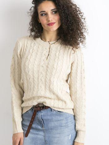 Beżowy damski sweter w warkocze