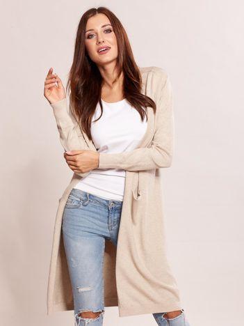 Beżowy długi sweter bez zapięcia z kieszeniami