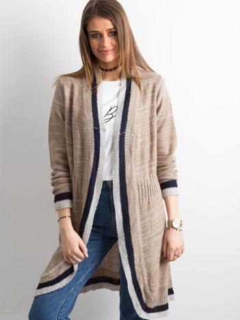 9e56a5db20 Beżowy długi sweter z dzianiny