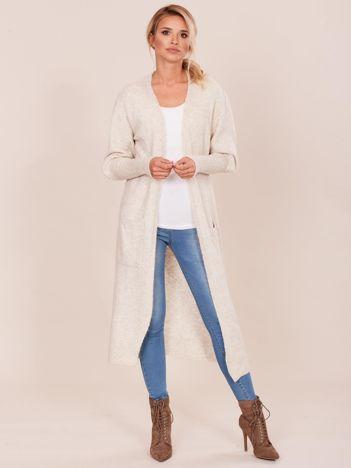 Beżowy długi sweter z szerokimi ściągaczami