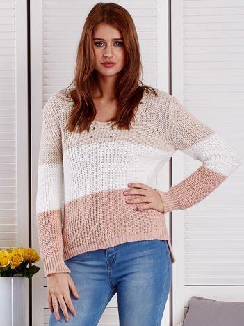 Beżowy sweter z perełkami