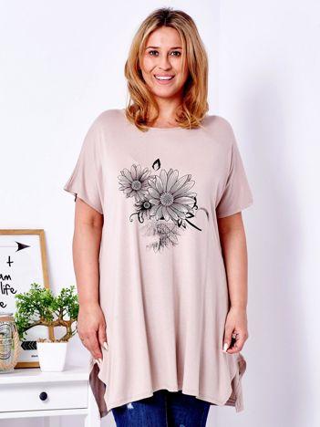 Beżowy t-shirt z kwiatowym printem PLUS SIZE