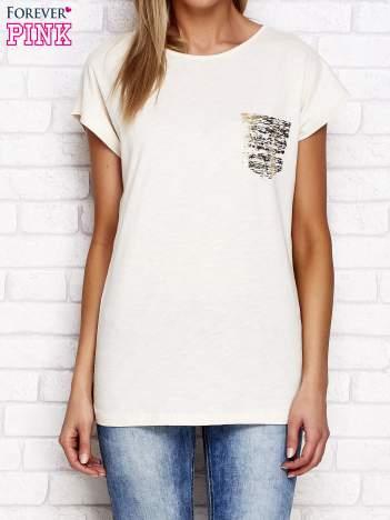Beżowy t-shirt ze złotym nadrukiem