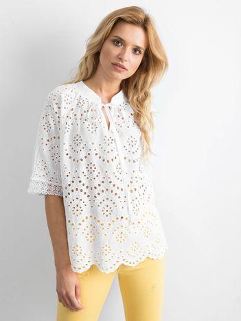 Biała ażurowa bluzka