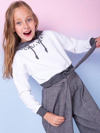 Biała bluza dla dziewczynki z kapturem