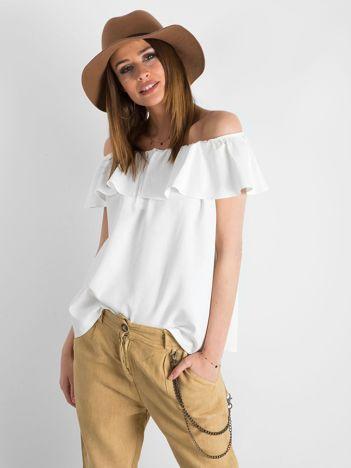 Biała bluzka damska odsłaniająca ramiona
