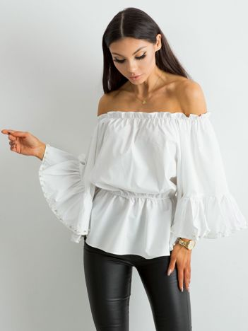 Biała bluzka hiszpanka z szerokimi rękawami