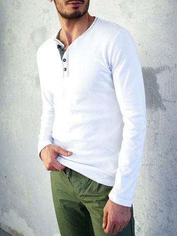 Biała bluzka męska z długim rękawem