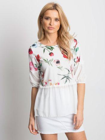 Biała bluzka w kwiaty z szyfonowym dołem