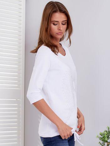 Biała bluzka z aplikacją z dżetów