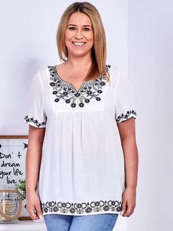 Biała bluzka z haftowanym wykończeniem PLUS SIZE