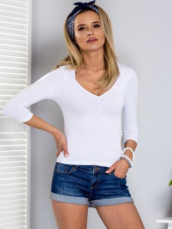 Biała bluzka z marszczeniem przy dekolcie