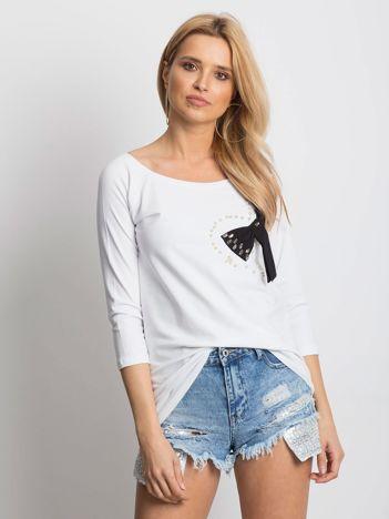 Biała bluzka z ozdobną kokardą