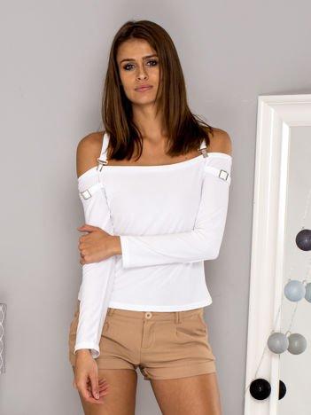 Biała bluzka z ozdobnymi paskami