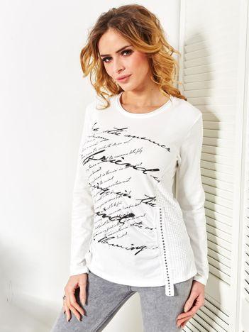 Biała bluzka z tekstowym printem