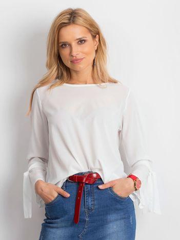 Biała bluzka z wiązaniami na rękawach