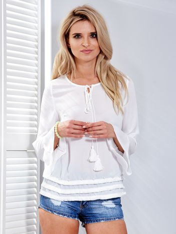 Biała bluzka z wiązaniem i perełkami