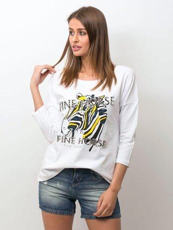 Biała bluzka z zwierzęcym nadrukiem i perełkami