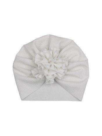 Biała czapka dziewczęca